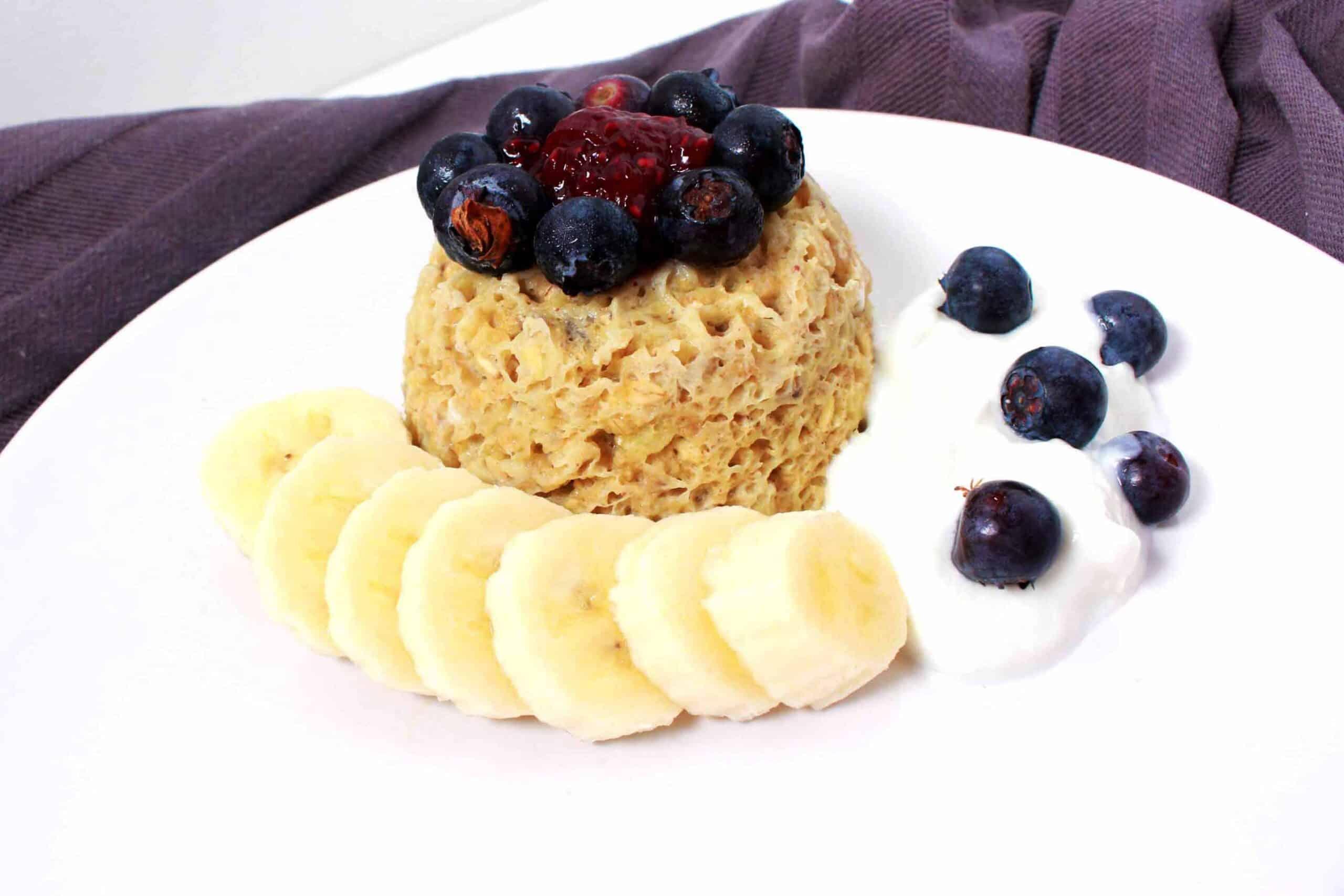 Gezonde, snelle en gemakkelijke cake in a mug als ontbijt op Kokerellen