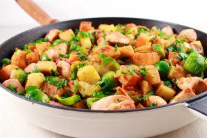 Winterse éénpansschotel met zoete aardappel