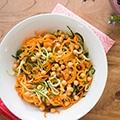 Pittige komkommer-wortelsalade