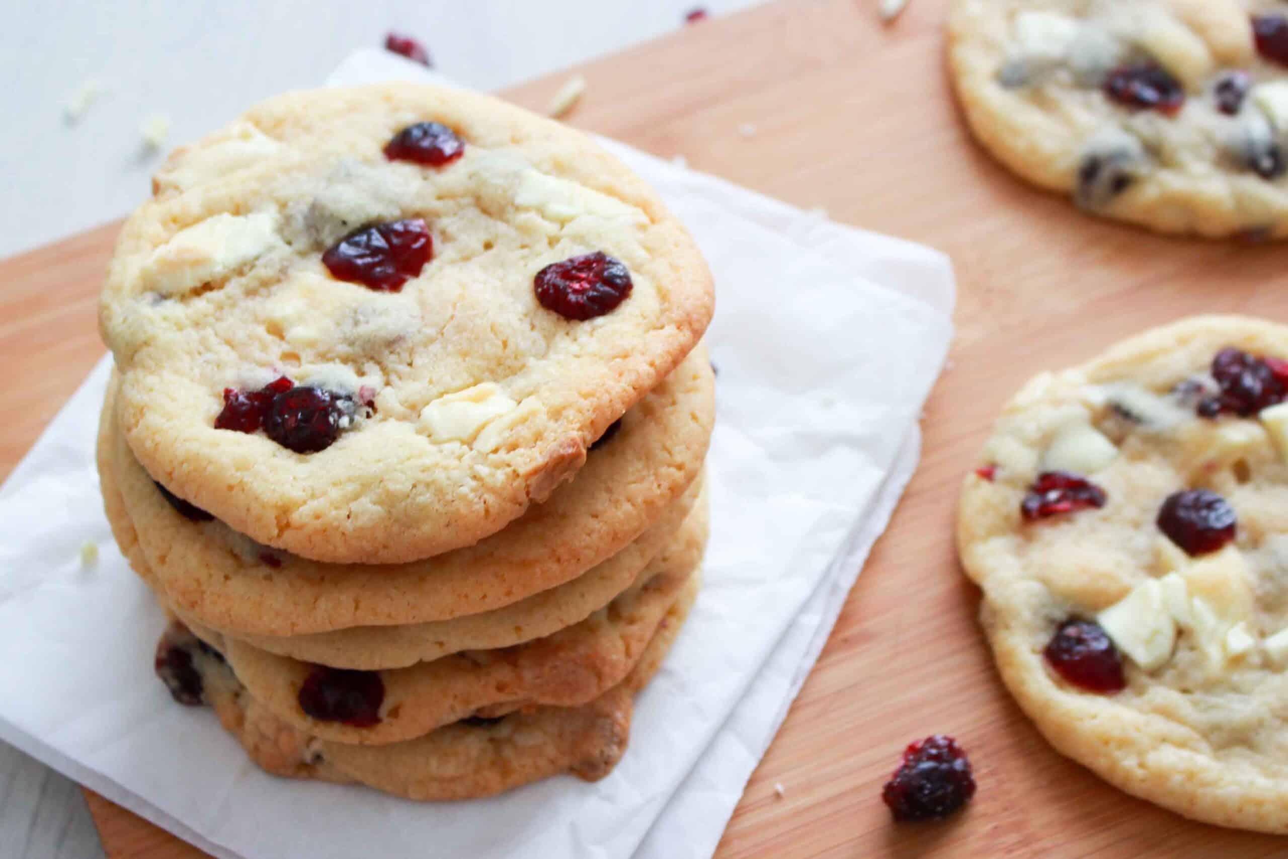 Cookies met witte chocolade en veenbessen