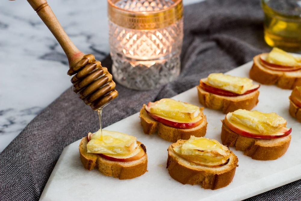 Bruschetta met brie, appel & honing