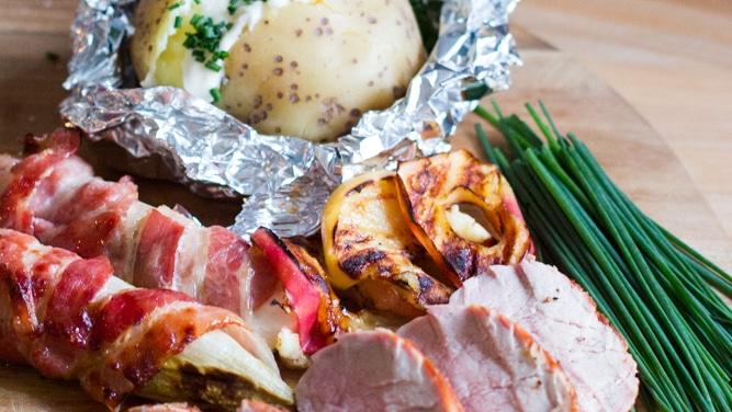 Kerstmenu: varkenshaasje met gegrilde appel en witloof