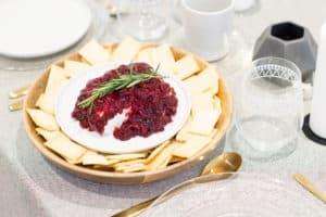 Kerstmenu: Roomkaas dip met veenbessensaus