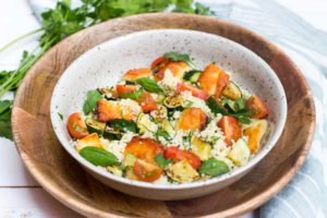 Kruidige couscous met haloumi en courgette