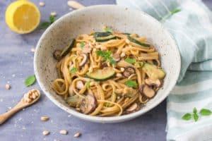 Pittige pasta met champignons en courgette