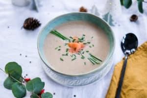 Kerstmenu: Feestelijke soep met champignons en gerookte zalm