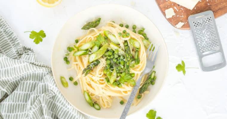 Lente pasta carbonara met asperges & erwtjes