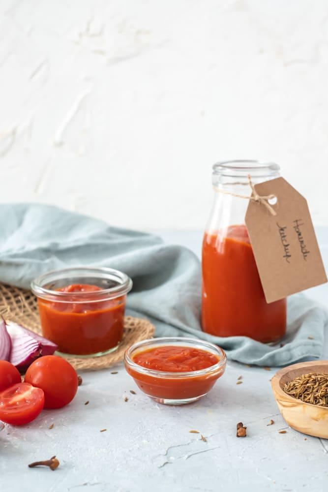 zelf ketchup maken zonder suiker