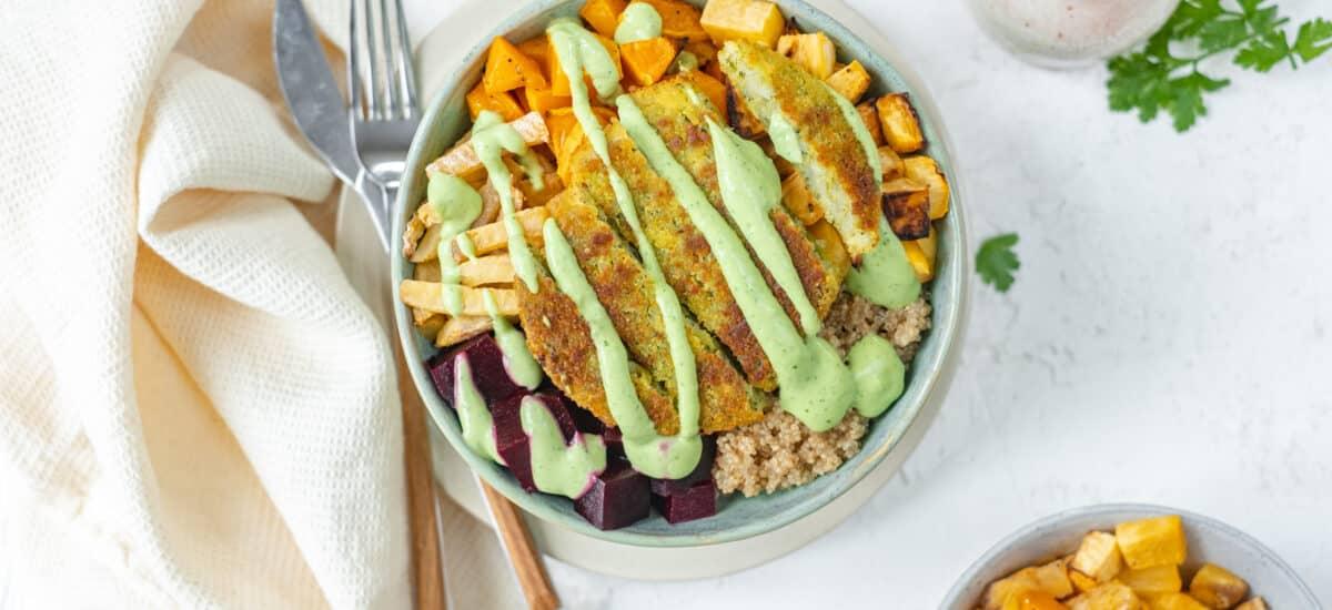 Winterse vergeten groenten bowl met broccoli burger