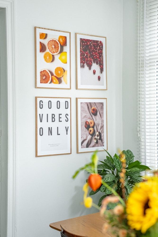 thuiswerken: foto close van de posters