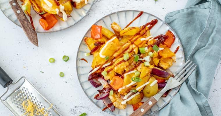 Loaded aardappel schotel met kip, paprika en gesmolten kaas uit de Airfryer