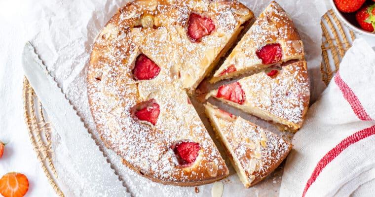 Cake met ricotta en aardbeien