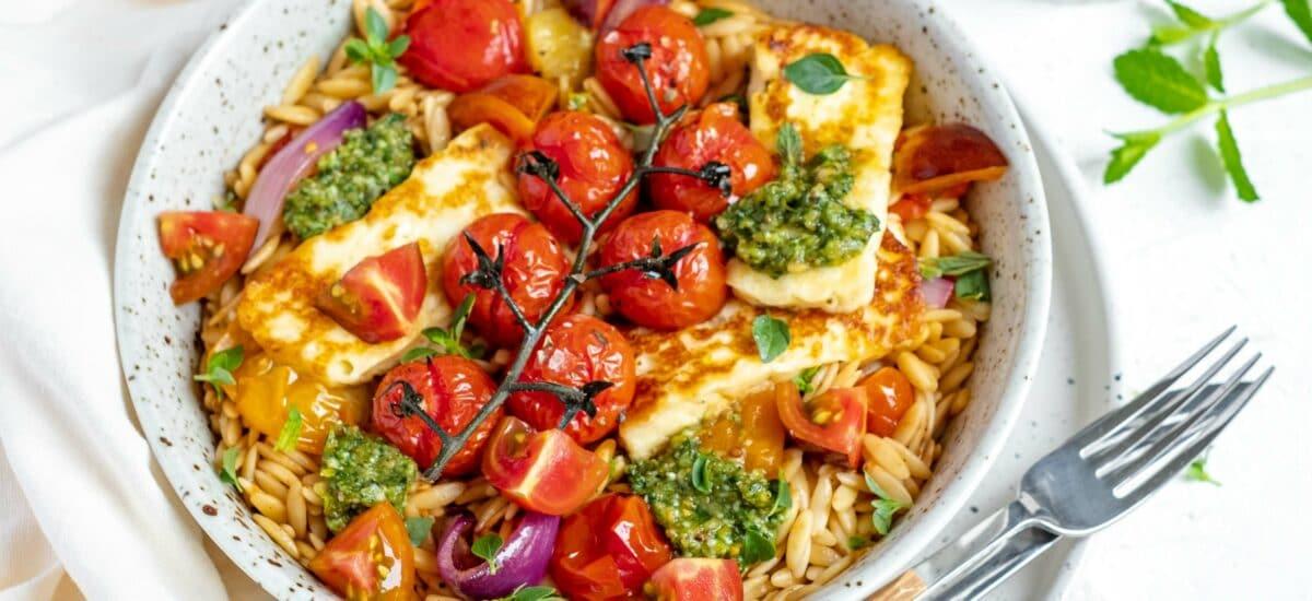 Orzo met geroosterde tomaten en berloumi
